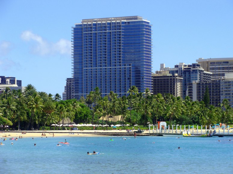 item6.rendition.slideshowWideHorizontal.trump-international-hotel-tower-waikiki-oahu-hawaii-111075-3.jpg